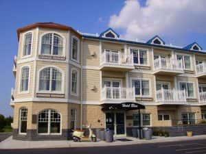 thiet ke khach san Hotel Blue front closeup 300x225 - Những mẫu thiết kế khách sạn đẹp