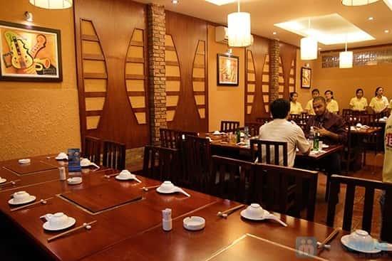 mau thiet ke nha hang dep Buffet nuong lau hai san tai nha hang BBQ House Chi 252000d 01 nguoi - Thiết kế thi công nhà hàng đẹp sang trọng
