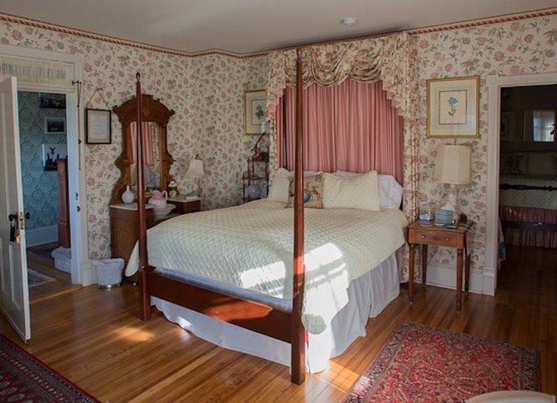 phong ngu ong ba lon tuoi 002 - Thiết kế nội thất phòng ngủ đẹp