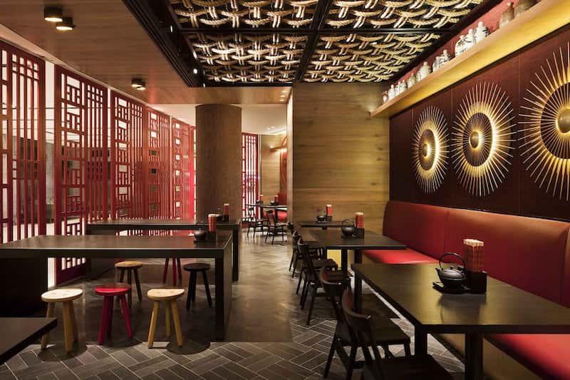 Thiết kế nhà hàng Trung Quốc là sự kết hợp giữa màu đỏ chủ đạo và màu vàng rực rỡ