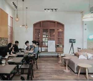 quan cafe dep qcfd01030 300x261 - Mẫu quán cafe để học bài ở Hà Nội