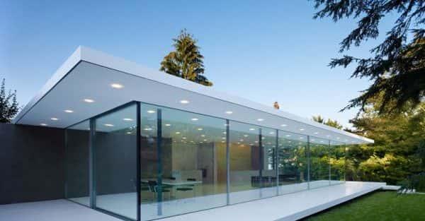 Tư vấn xây nhà bằng kính cường lực đẹp.