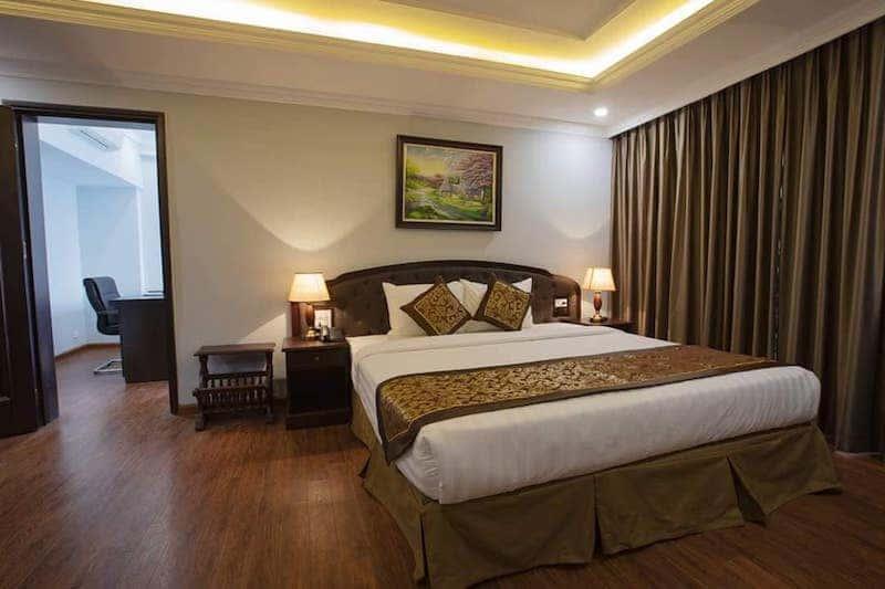 phong ngu khach san 1 - Thiết kế khách sạn phong cách Pháp
