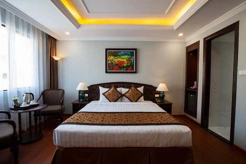 phong ngu khach san - Thiết kế khách sạn phong cách Pháp