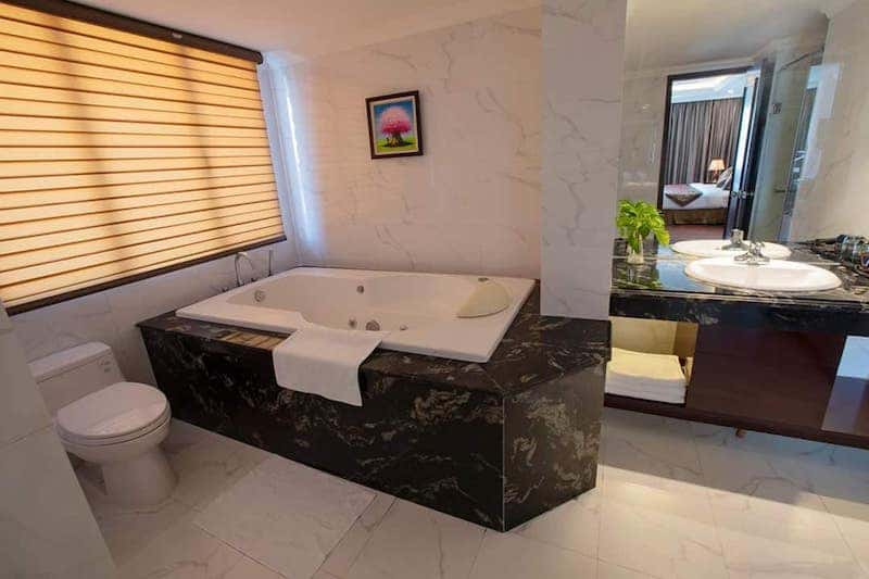 phong tam khach san - Thiết kế khách sạn phong cách Pháp