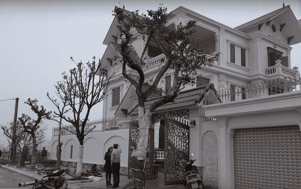 biet thu 3 tang tan co dien - Công trình biệt thự 3 tầng  tân cổ điển kiến trúc mái thái 130m2
