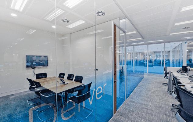 vp1 633x400 - Sử dụng vách kính văn phòng mang lại những lợi ích gì