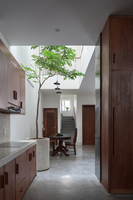 thiet ke nha dep HHouse photos 08 - Ngôi nhà phố nhỏ hẹp giải quyết triệt để vấn đề giải quyết các vấn đề thông gió, ánh sáng tự nhiên