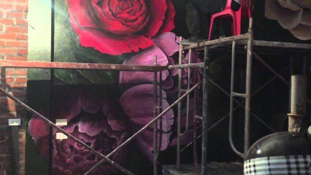 ve tranh tuong hoa hong 6 e1622720352734 - Hoạ sĩ vẽ tranh tường hoa hồng đẹp ấn tượng