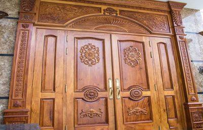 tay nắm cửa gỗ